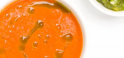 Tomatensoep met basilicumolie