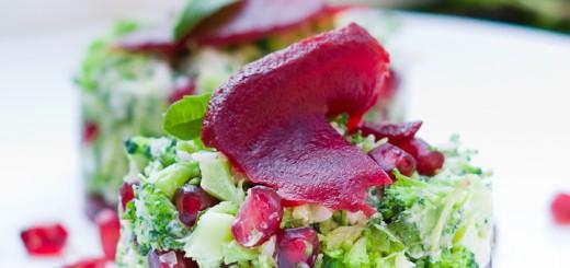 Vegetarische broccolitartaar met granaatappel