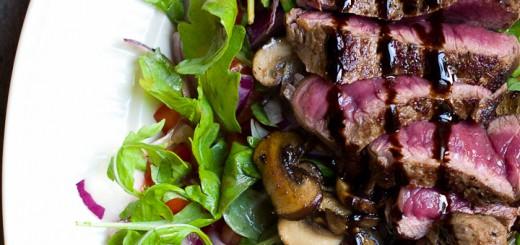 Biefstuksalade met champignons
