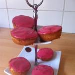 Besmeer de cakes met glazuur