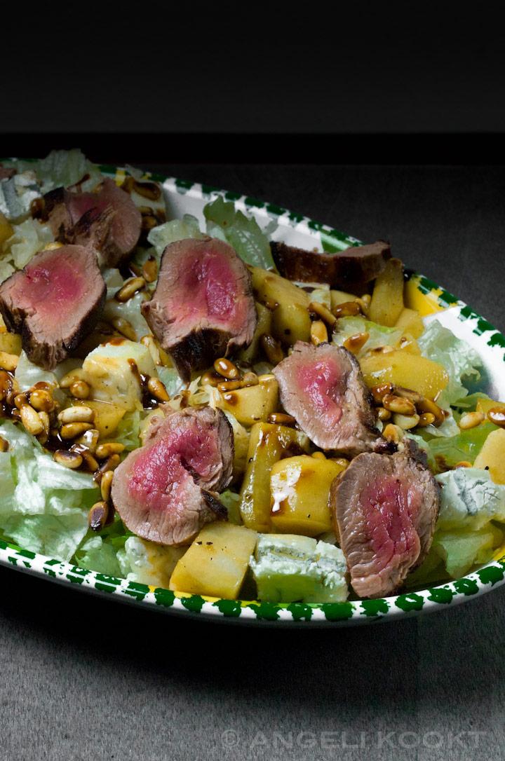 Biefstuksalade met gorgonzola en warme peer