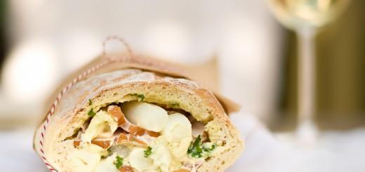 Picknickbroodje met asperges en gerookte kip