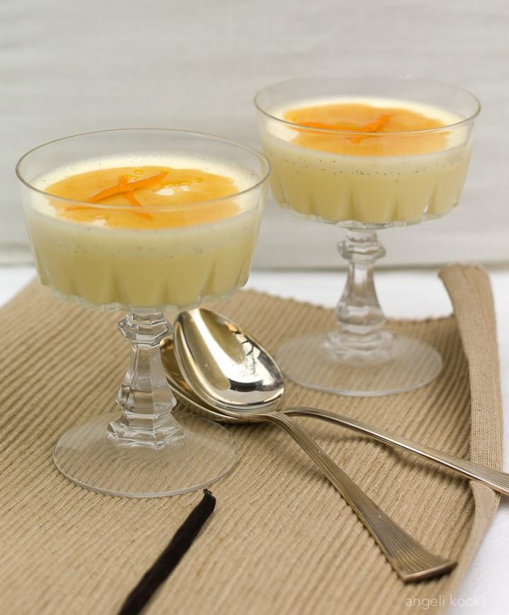 Vanillemousse met sinaasappelsaus