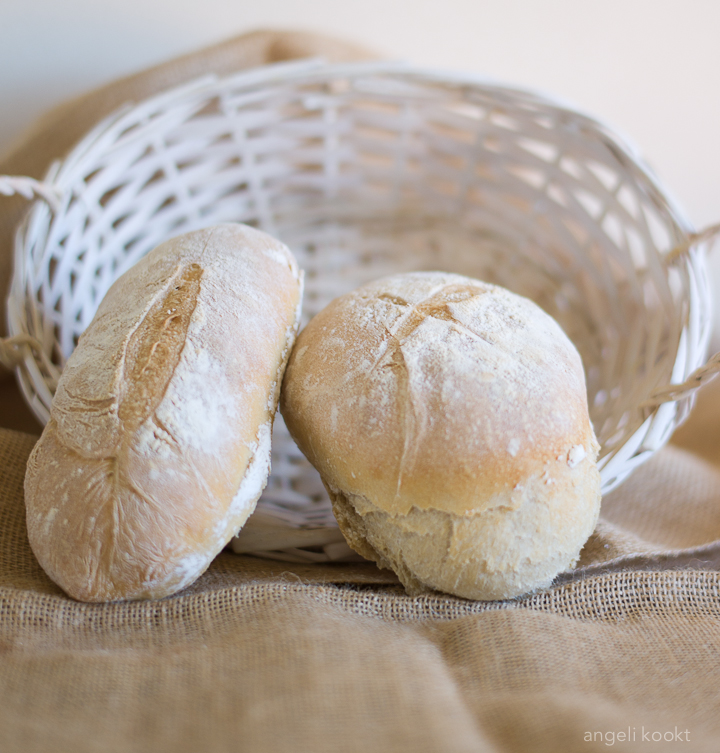 Brood bakken van langerezen deeg nachtbrood