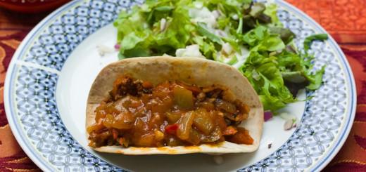 Taco met gehaktvulling en paprikasaus