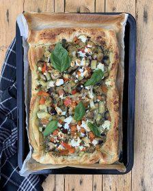 Italiaanse plaattaart met pesto en groenten