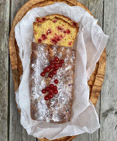 Cake met rode bessen