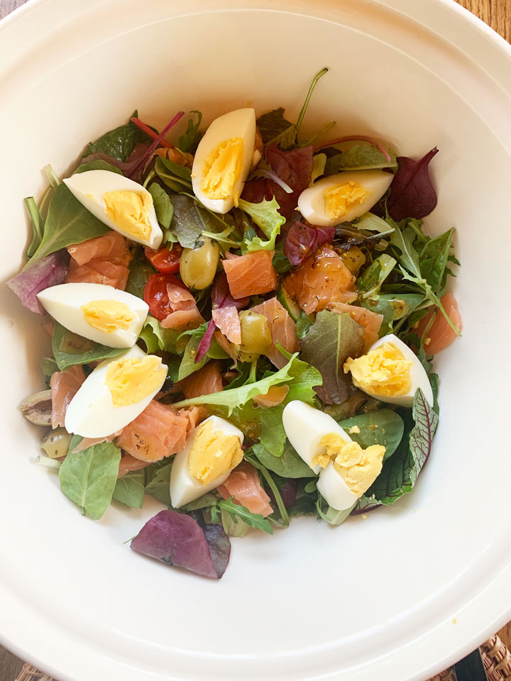Salade-gerookte-zalm-honing-mosterd-dressing